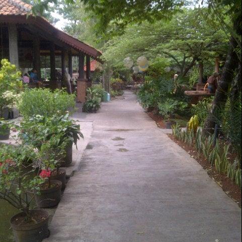 Photo taken at Pondok Laras by Ayu B. on 10/7/2012