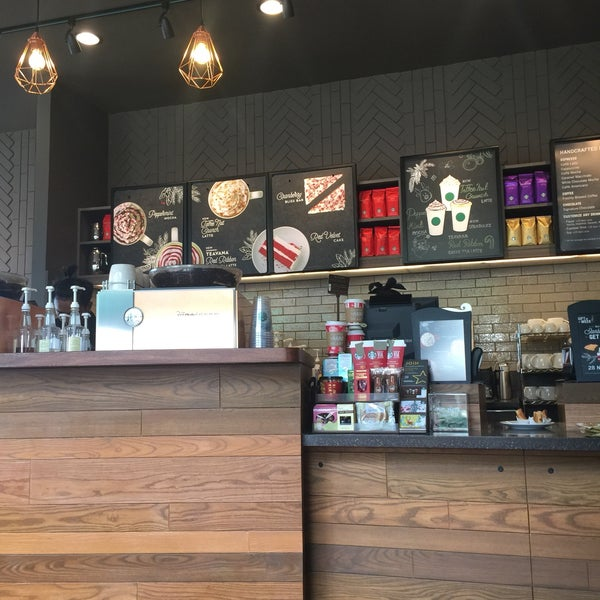 Photo taken at Starbucks by ReviewbyBiere .. on 11/28/2016