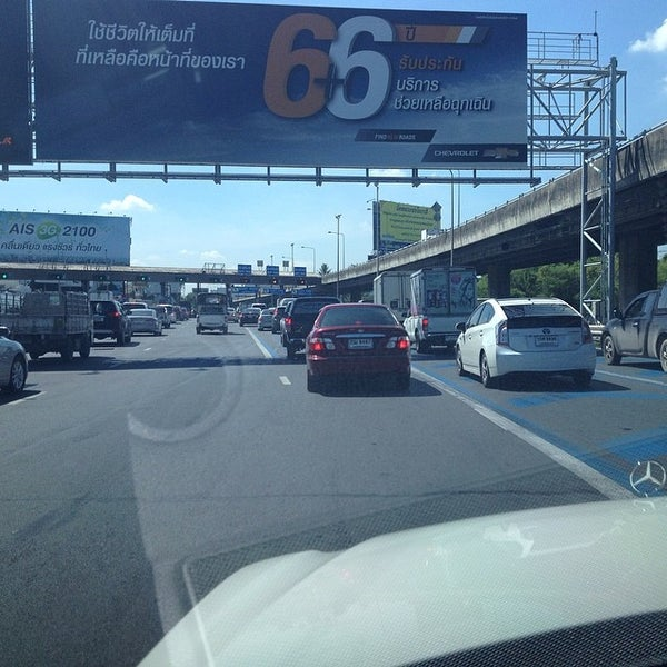 Photo taken at ด่านฯ ดาวคะนอง (Dao Khanong Toll Plaza) by Sorapong Y. on 6/3/2014
