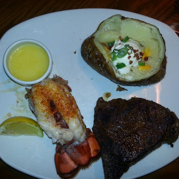 Photo taken at Outback Steakhouse by Steve M. on 2/28/2013