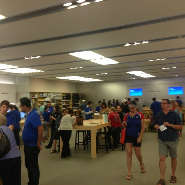 Photo taken at Apple Store, La Cantera by Dave H. on 6/30/2013