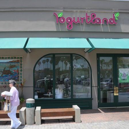 Photo taken at Yogurtland by Kristin M. on 7/22/2014