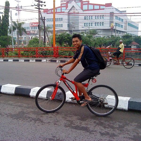Photo taken at Pusat Grosir Jembatan Merah Plasa (JMP) by Difky G. on 10/27/2014