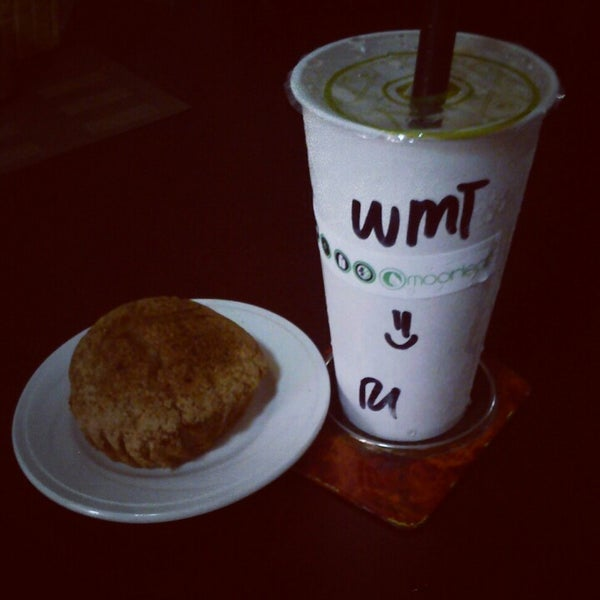 Photo taken at Moonleaf Tea Shop by Marian Therese M. on 1/25/2013
