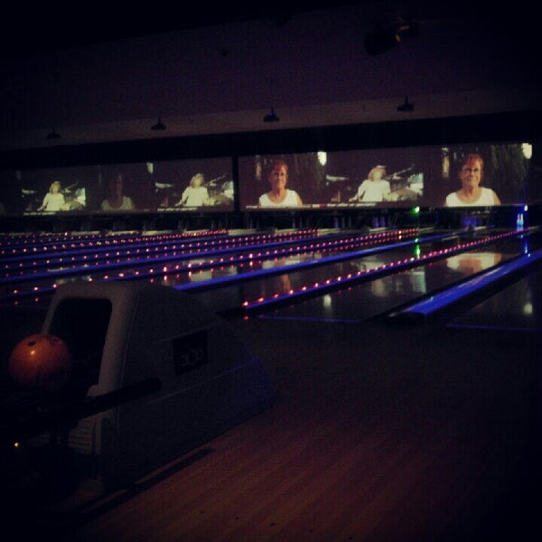 Photo taken at Bowlmor Rockville by Chantel W. on 9/27/2012