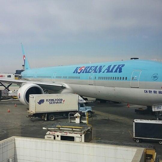 Photo taken at Korean Air Lounge by Johnny K. on 3/14/2014