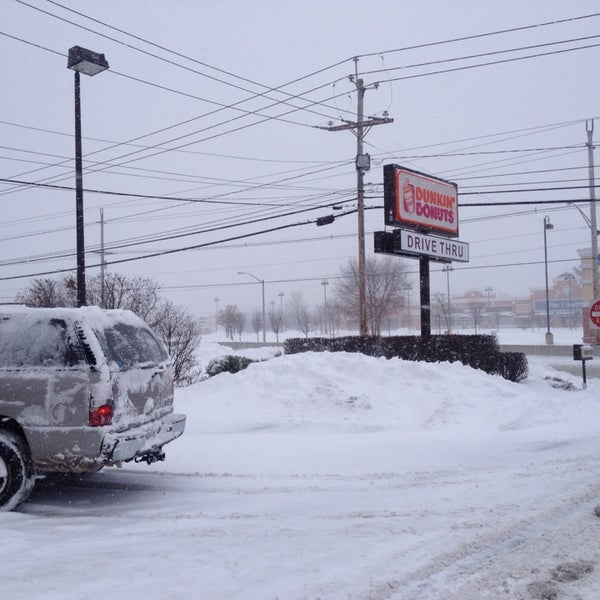 Photo taken at Dunkin Donuts by Jules B. on 1/3/2014