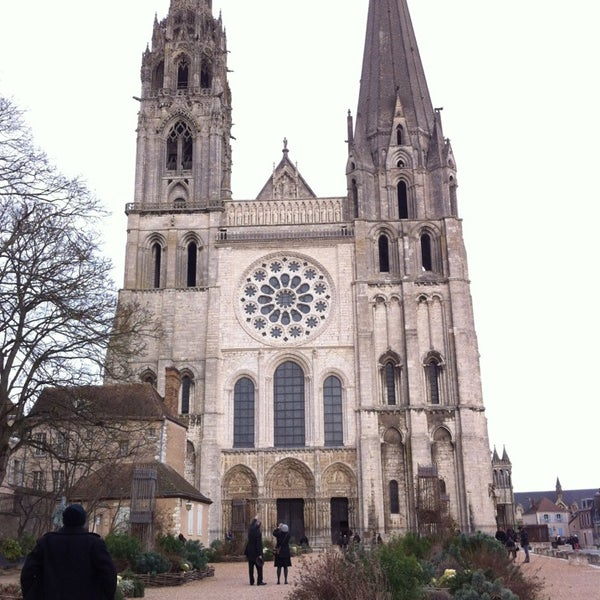 Photo taken at Cathédrale Notre-Dame de Chartres by Monica O. on 12/30/2012