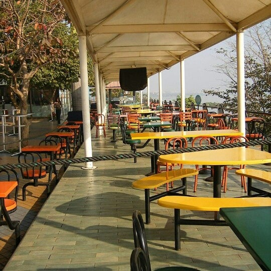 Eat street food court in hyderabad for Crystal 7 cuisine hyderabad