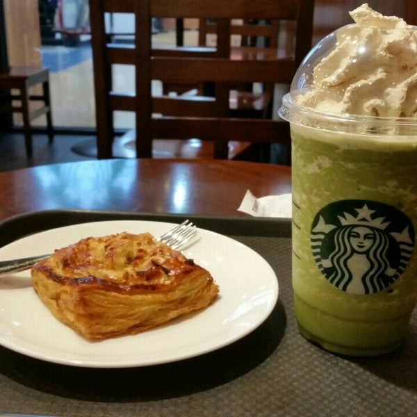 Photo taken at Starbucks by cinema p. on 6/26/2015