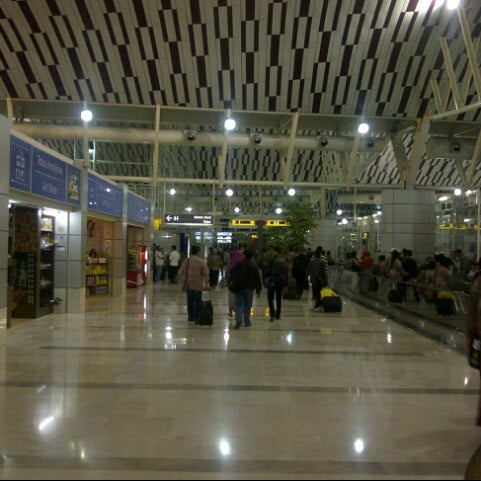 Photo taken at Sultan Hasanuddin International Airport (UPG) by qadar t. on 5/2/2013