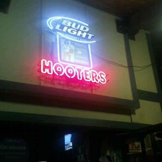 Photo taken at Hooters by Jairzinho C. on 1/15/2013