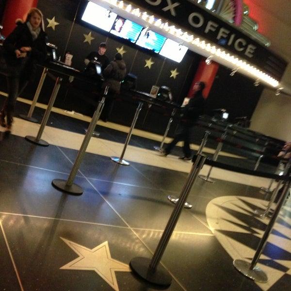 Снимок сделан в AMC Loews Lincoln Square 13 пользователем Fidan M. 1/21/2013