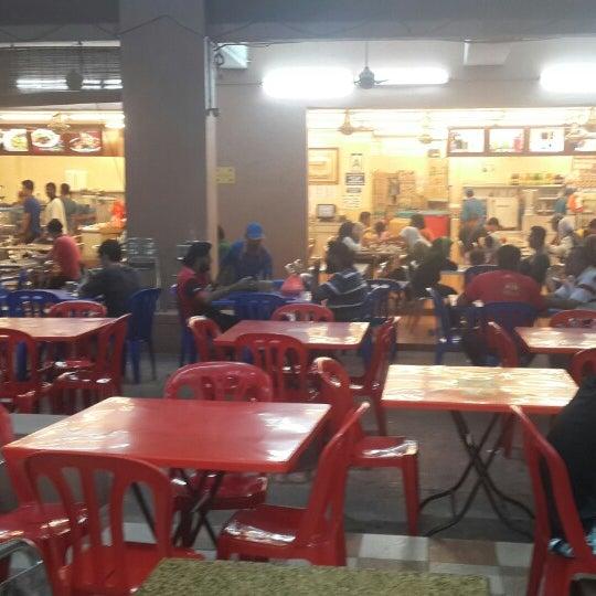Photo taken at Restoran Al-Naz Maju by Finee R. on 3/8/2015