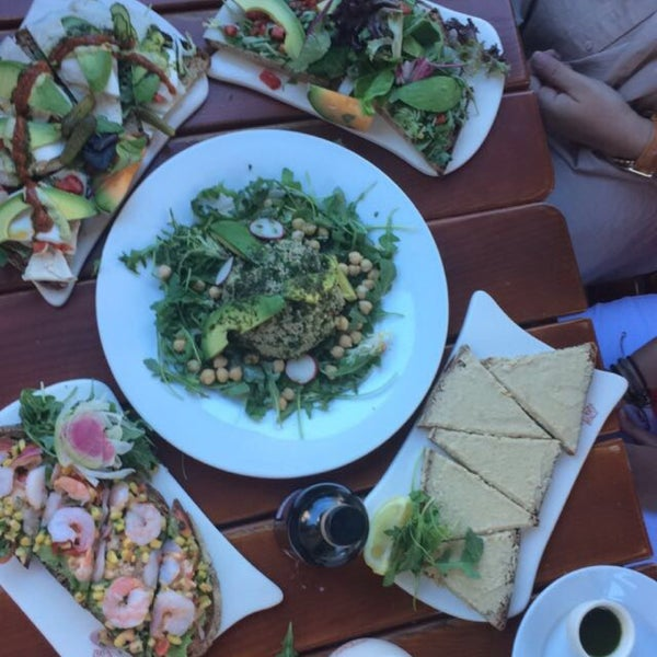Photo taken at Le Pain Quotidien by Aziz S. on 8/15/2016