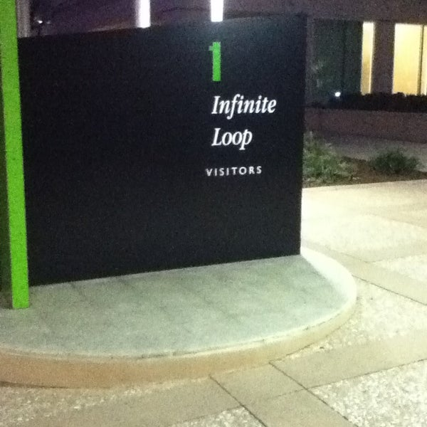 Photo taken at Apple Inc. by Ivonne M. on 2/3/2013