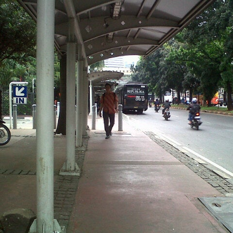 Photo taken at Halte Bus Dukuh Atas by ratiherdamn on 5/17/2013