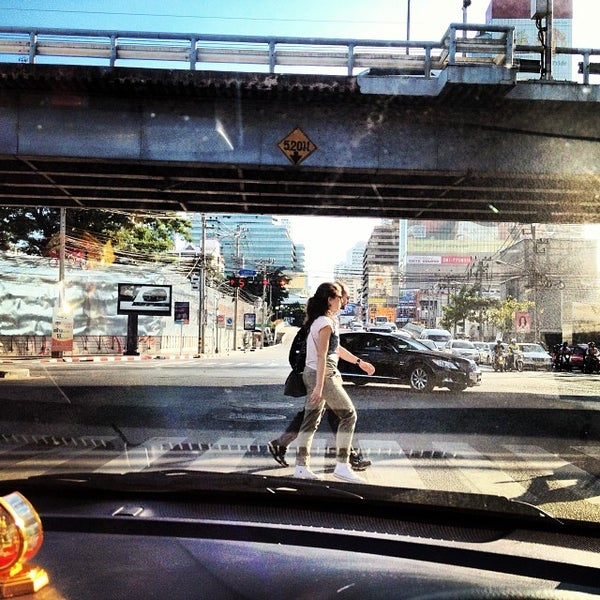 Photo taken at แยกอโศก-เพชรบุรี (Asok-Phetchaburi Intersection) by Veerawat S. on 12/1/2013