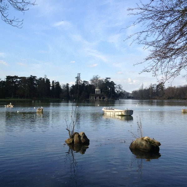 Photo taken at Lac Daumesnil by Sung Am Y. on 2/16/2013