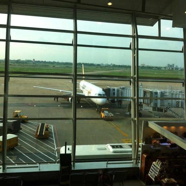 Photo taken at Tan Son Nhat International Airport (SGN) Sân Bay Quốc Tế Tân Sơn Nhất by Nat R. on 5/26/2013