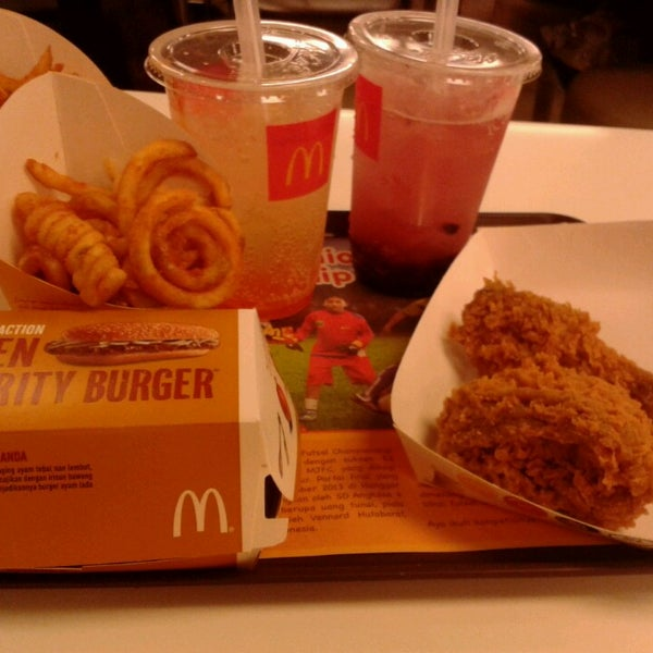 Photo taken at McDonald's by Dyah I. on 1/29/2014