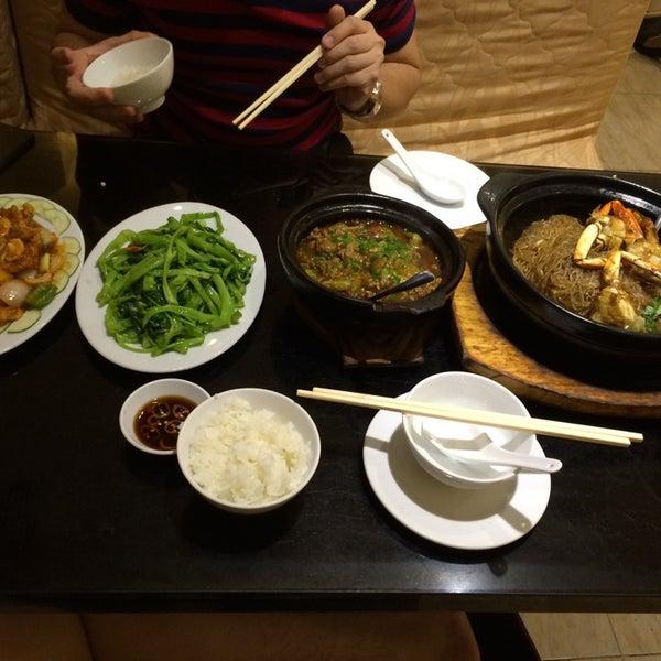 Photo taken at Hoằng Long Restaurant by Desmond K. on 6/7/2014