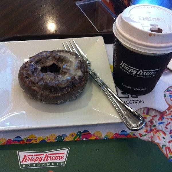 Photo taken at Krispy Kreme by Mar K. on 4/14/2013