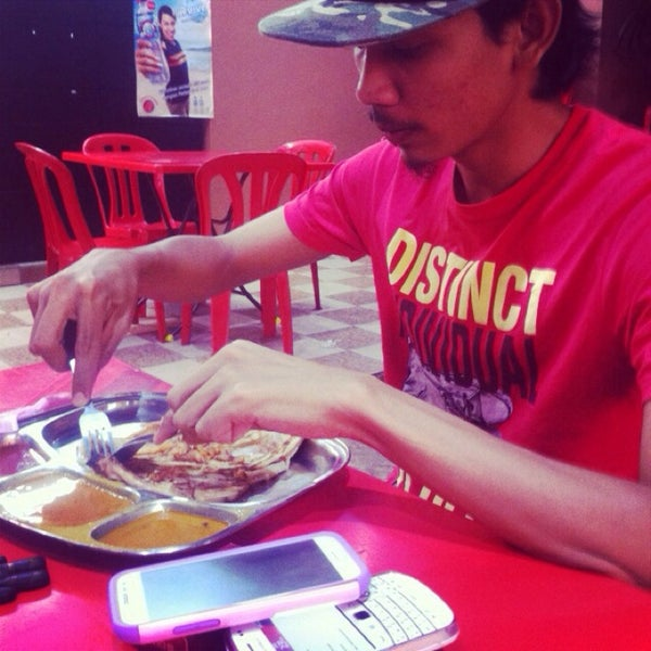 Photo taken at Restoran Al-Nazmaju by Izz T. on 2/9/2014