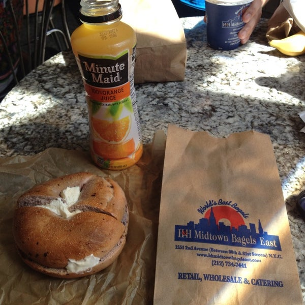 Photo taken at H&H Midtown Bagels East by Susumu O. on 6/22/2013