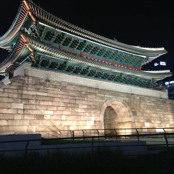 Photo taken at 숭례문 (崇禮門, Sungnyemun) by Hooon♥ 박. on 6/21/2013