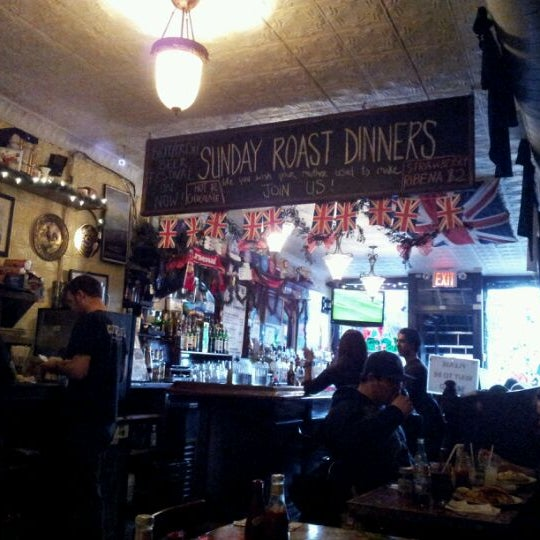 Photo taken at The Atlantic ChipShop by Bia P. on 12/11/2011