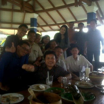 Photo taken at Ikan Bakar Bambu Haur by Mike L. on 9/26/2011