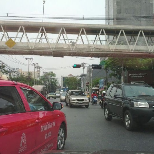 Photo taken at แยกสุทธิสาร (Sutthisan Intersection) by Fern K. on 3/15/2012