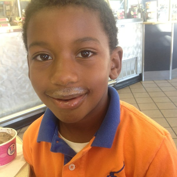 Photo taken at Baskin-Robbins by Zuri J. on 9/28/2013