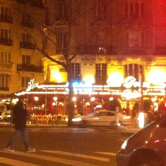 Photo taken at Le Bistrot du Dôme by Renaud F. on 11/7/2012