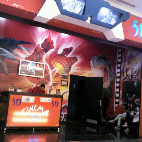 Woodfield mall 5d theater / Cuban restaurant in ny