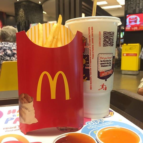Photo taken at McDonald's (แมคโดนัลด์) by ~Caballeros.Societies~ on 9/20/2015