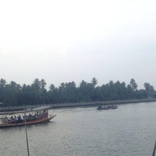 Photo taken at บ้านชมวิว (Baan Chom View) by เนตรนภา เ. on 2/13/2015