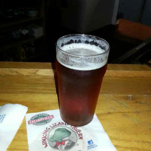 Photo taken at Winking Lizard Tavern by John R. on 6/1/2013