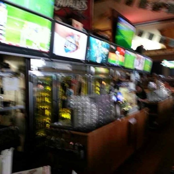 Photo taken at Winking Lizard Tavern by John R. on 6/22/2013