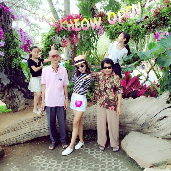 Photo taken at สวนสัตว์เปิดเขาเขียว (Khao Kheow Open Zoo) by arabellra scarf design on 3/8/2014