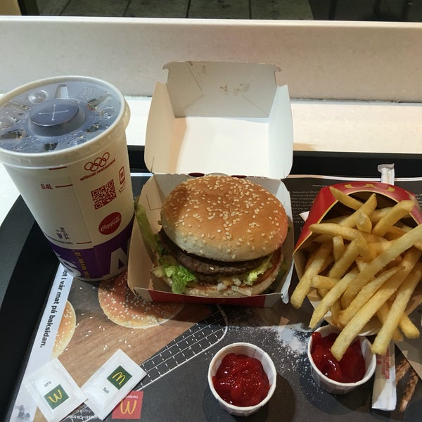 Photo taken at McDonald's by Tiny M. on 9/19/2016