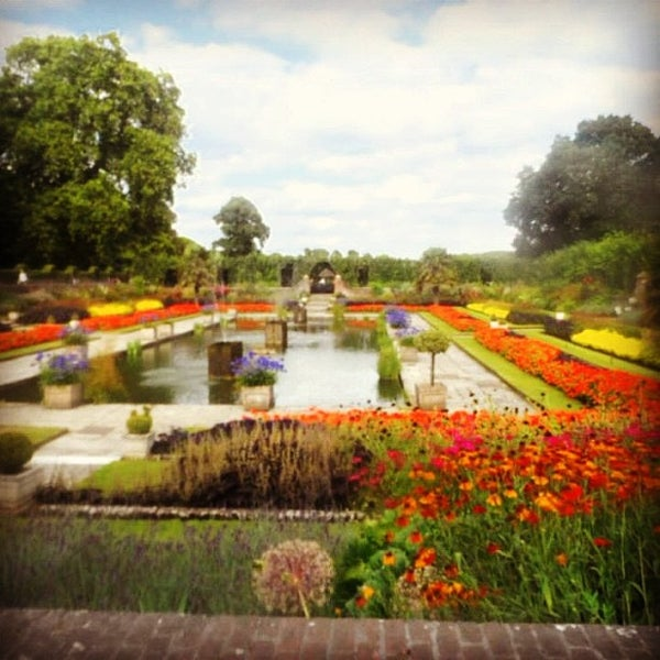 Photo taken at Kensington Gardens by Kelvin F. on 8/10/2013
