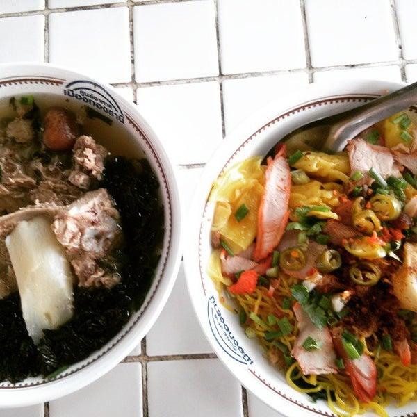 Photo taken at Food Center (ศูนย์อาหารเมืองทองธานี) by HathaiN on 7/2/2015