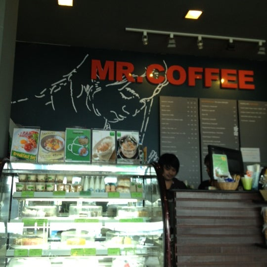 Photo taken at MR.COFFEE by Aliszy N. on 8/11/2013