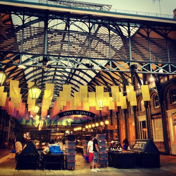 Photo taken at Covent Garden Market by Alberto Lempira G. on 9/6/2012