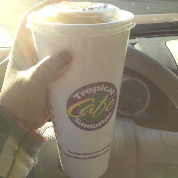 Photo taken at Tropical Smoothie Cafe by Dallas D. on 1/18/2014