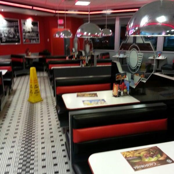 Photo taken at Steak 'n Shake by Marcus H. on 5/12/2013