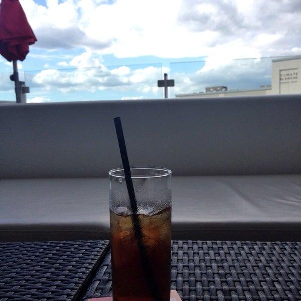 Photo taken at La Fontana Gelati Bar Lounge by yuchia T. on 6/18/2014