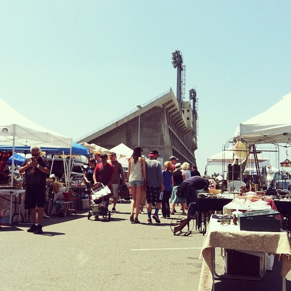 Long beach antique flea market long beach ca for Long beach antique market